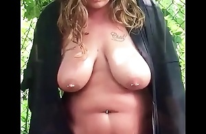 Piss in public, chubby girlfriend