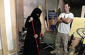 TOUR OF BOOTY - US Soldier Takes A Liking To Sexy Arab Servant